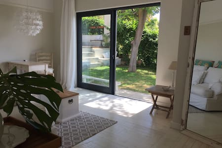 Sunny Garden Apartment with Sea View in Fresnaye - Cape Town