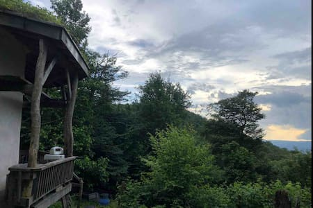 Cloudy Mountain Refuge, Pet Friendly Cabin in WVa