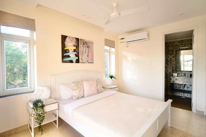All-White Contemporary Bedroom | Ensuite Bathroom | Split Air Conditioning | 2 Bedroom Suite | Swimming Pool | Housekeeping Services