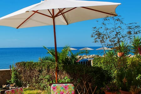 """LIVA VILLA"" best view & first on the beach"