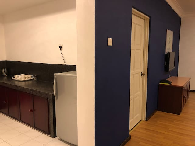 1BR for 4| Lift,ASTRO&UniFi|5 mins to Night Market