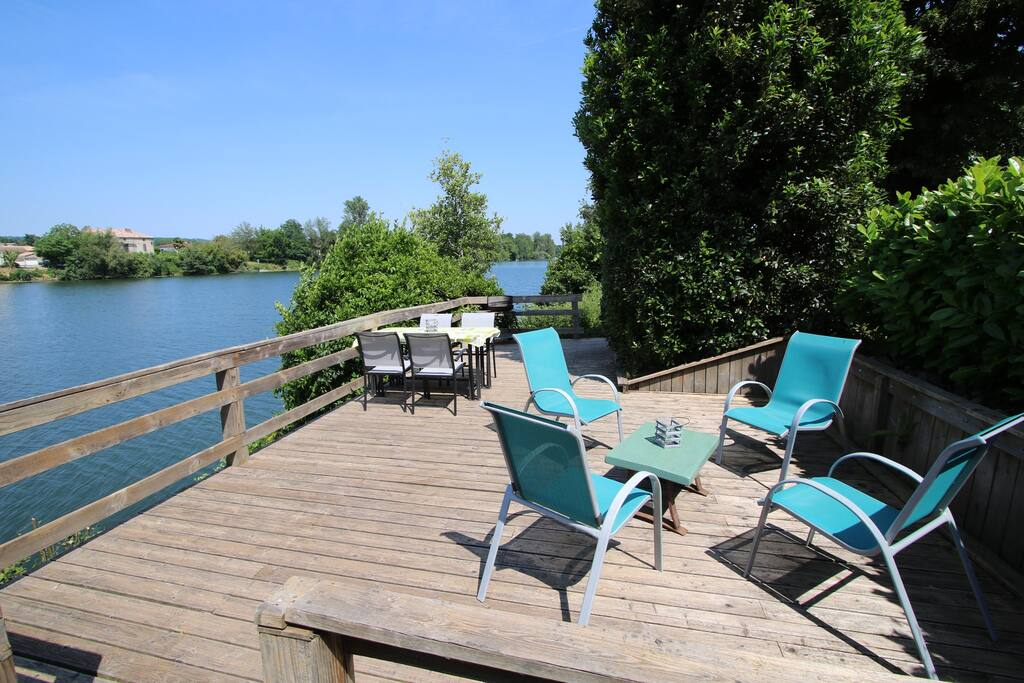 Riverside terrace for guest of Les Séchoirs to enjoy