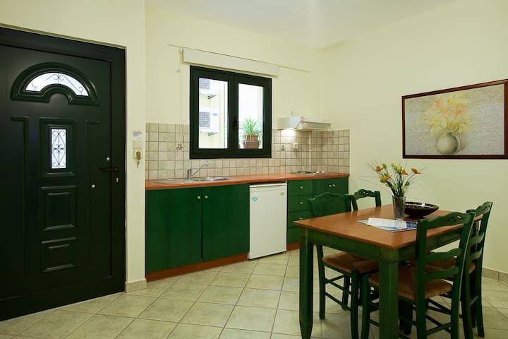 Apartment with Garden view 40m from the beach