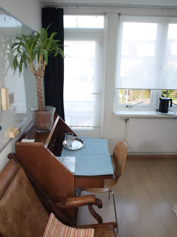 """1 person room """"Tulip"""" in green Amstelveen"""