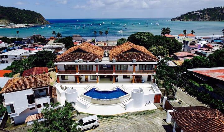 Ocean View 5 Bedroom Villa and walking to town