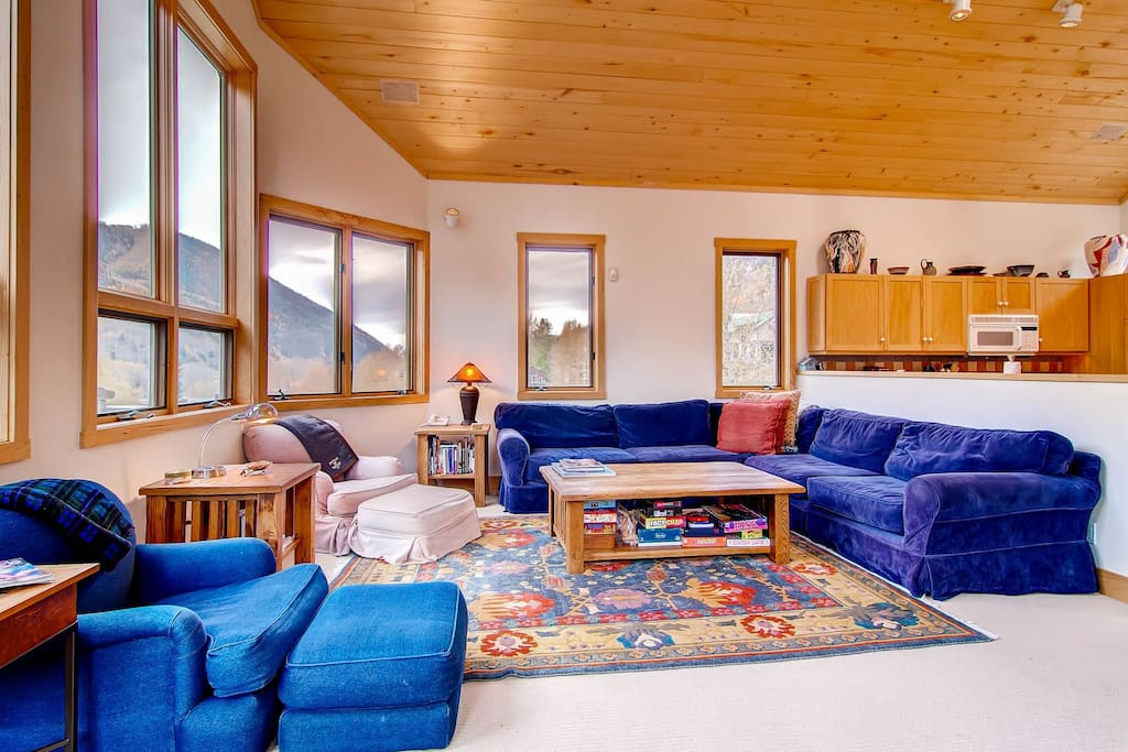 East End Retreat - Large, bright living area