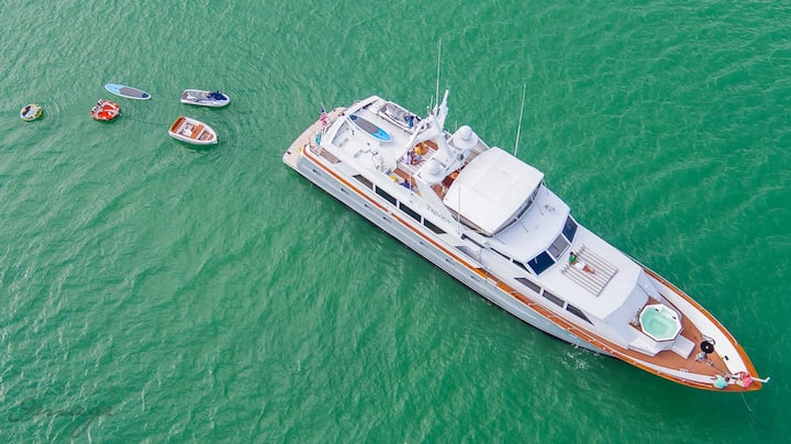 103' Broward - Rent a Luxury Yachting Experience!