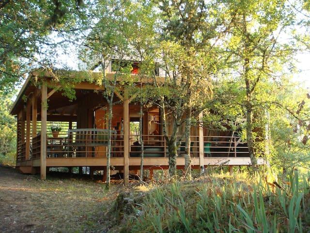 Lodge sur le Causse et vue magique sur la Dordogne