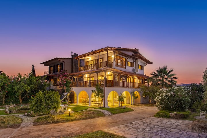 Windmill Villa, a private holiday hideaway