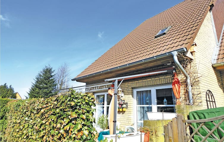 Semi-Detached with 3 bedrooms on 160 m² in Harrislee