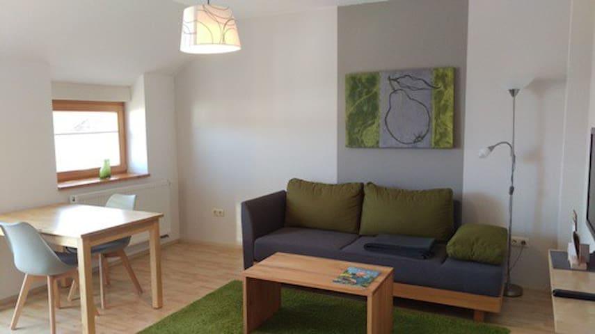 Ferienwohnungen Gästezimmer Familie Neubert (Nordheim), Ferienwohnung Quitte (50 m²) mit großem Südost-Balkon
