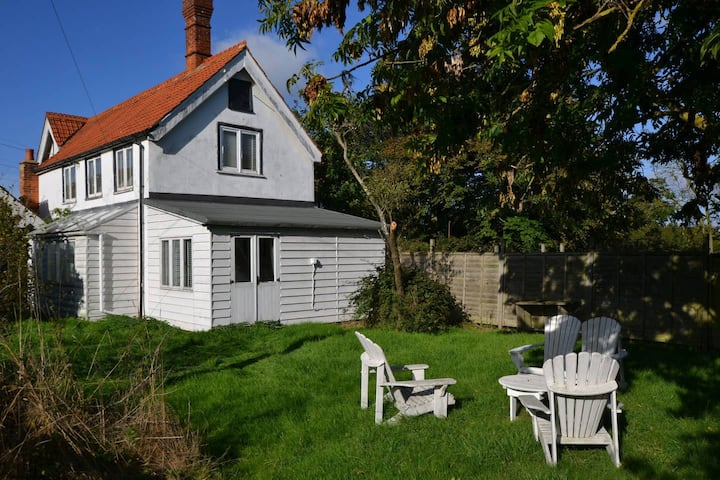 Limes Cottage / 3-bed home on Osea Island, Essex