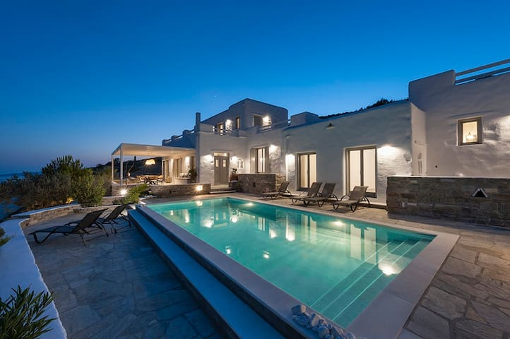 "Luxurious villa ""Niriides I"""