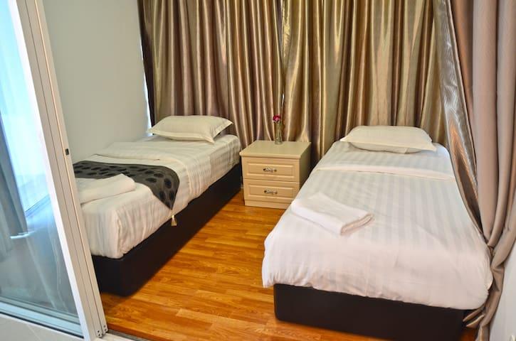 KLIA & KLIA2&F1(1 King&1TwinD4)@Sri Beverly Hills - Nilai - Apartment
