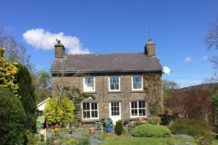 Pen Y Crug  traditional idyllic Welsh Cottage