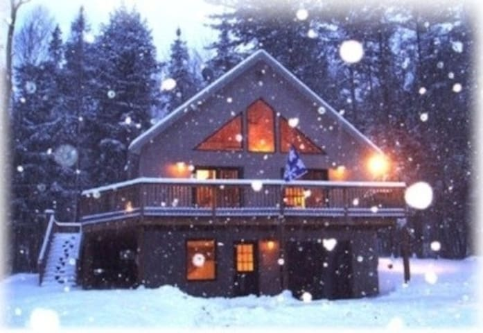 2M to Sunday River, Modern Chalet, Sleeps 8