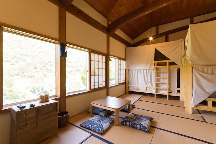 ゲストハウス タカズーリ喜多 2段ベッド相部屋男女混合 Bunk bed Mix Dormitory