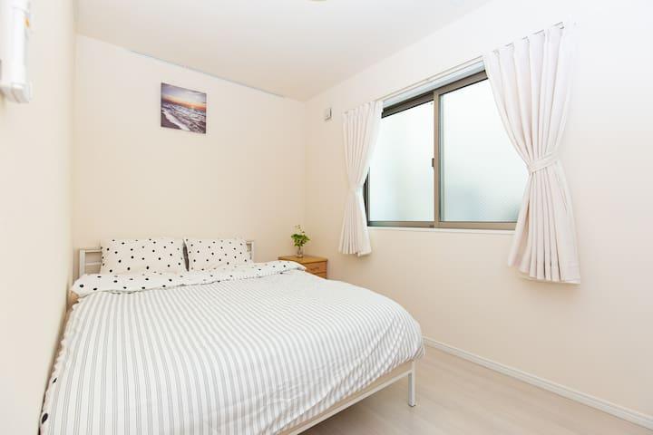 ダブルベッドの寝室 Master bedroom