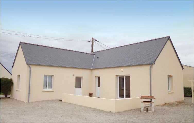 Holiday cottage with 2 bedrooms on 80 m² in St. Marcouf De L'Isle