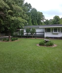 Spacious Country Cottage with outdoor amenities