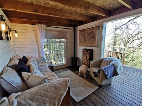 Owl's Nest Luxury Treehouse Escape / Nyth y Gwdihŵ