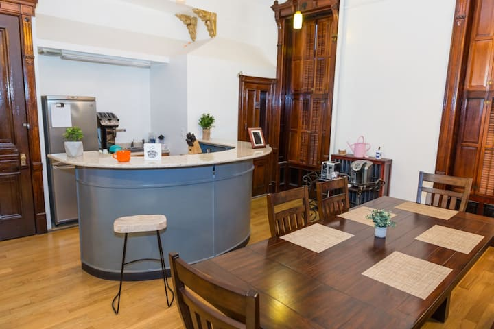 Large 4 bed in timeless brownstone