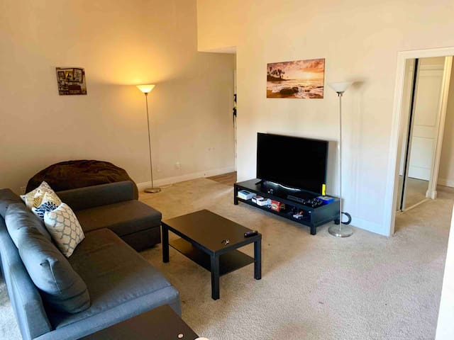 Spacious Master Bedroom Minutes from CSULB