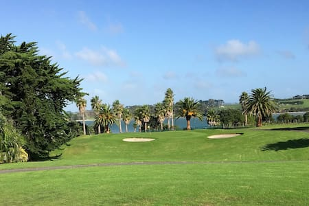 Golf Lovers Retreat - Clarks Beach - Ev