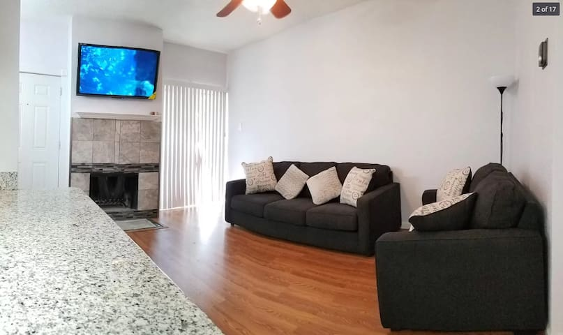 Updated Apartment Near Restaurants and Bars