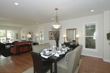 6 bedroom Family House North DC - Kensington