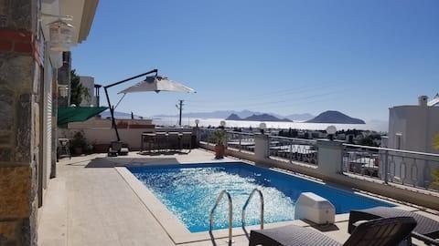 Özel havuzlu, harika manzaralı lüx daire!