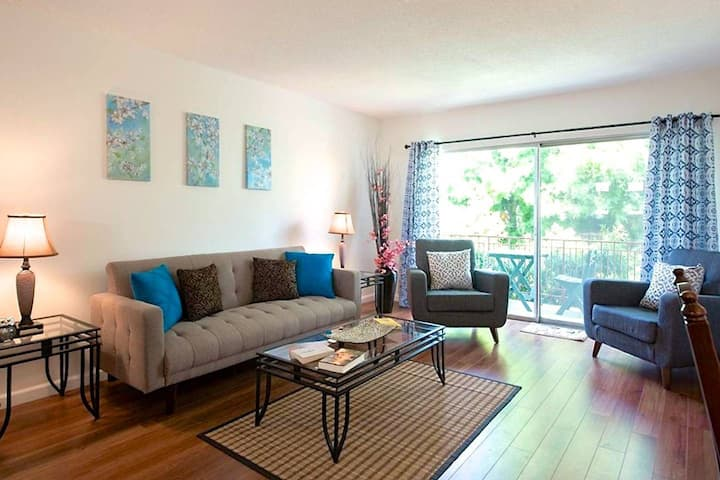 The Perfect 2 BDR Private Flat in West Hollywood!