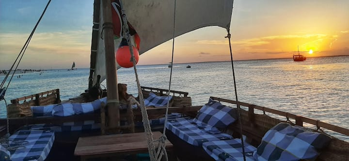 Sleeping under billions stars on a dhow