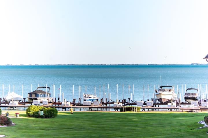 Lake Front Condo- 1 YEAR LEASE MINIMUM-FURNISHED!