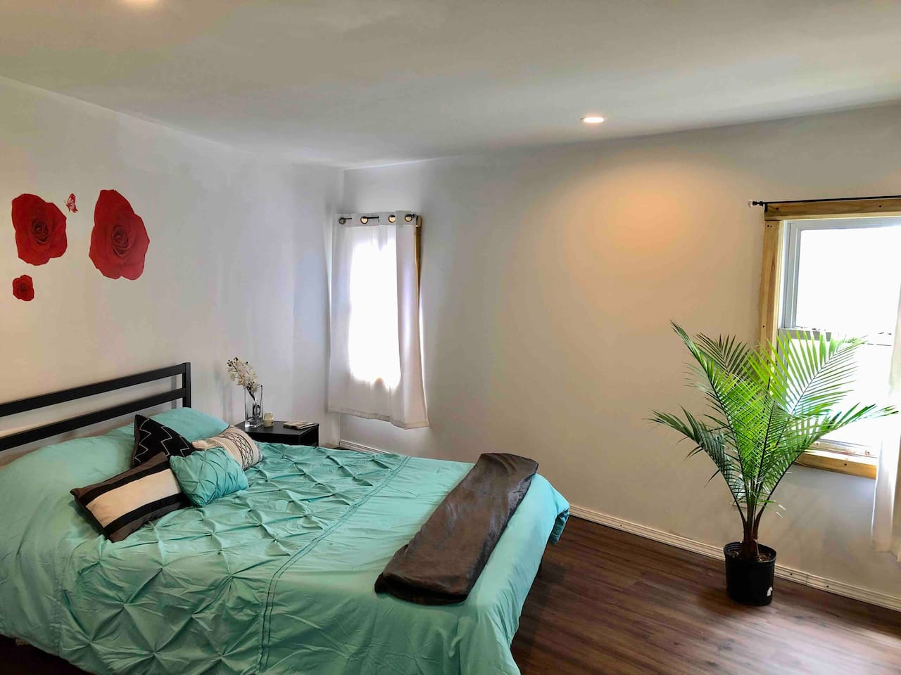 Spacious modern bedroom with queen size bed. Peaceful nights, bird singing in the morning