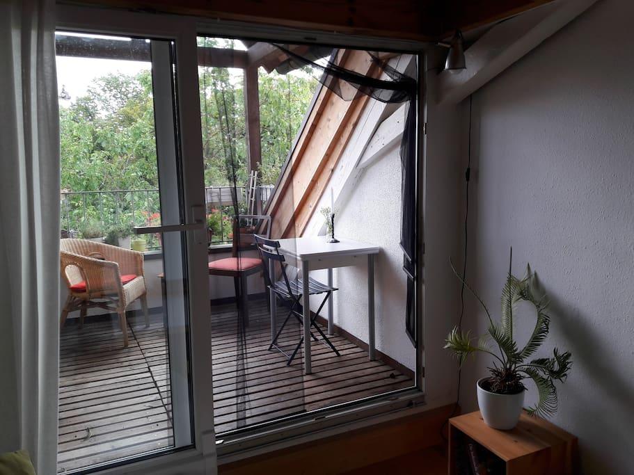 Überdachter Balkon zum Innenhof
