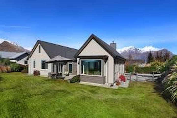 Drama Free-Arrowtown-A Luxury home-lots of extras
