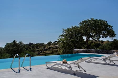 Villa Oliva in Kea | pool - view - petanque court - Kéa