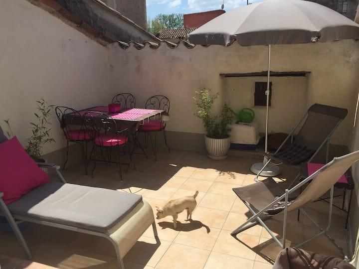 Appartement avec terrasse tropézienne, proche Aix.