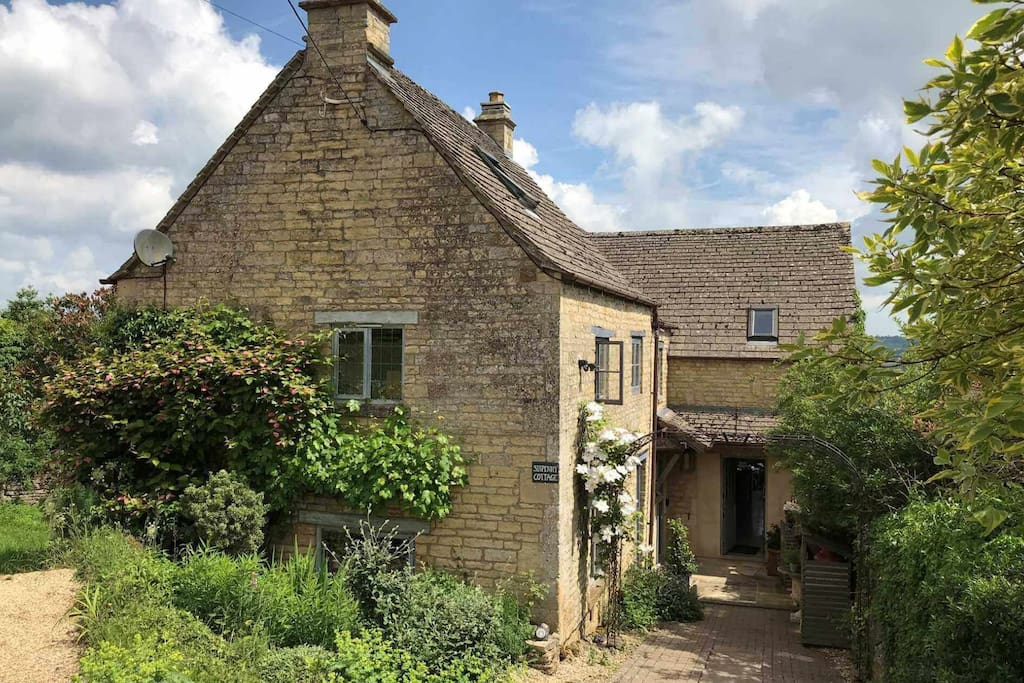 Welcome to Sixpenny Cottage, a stunning holiday home, in the heart of the Cotswolds