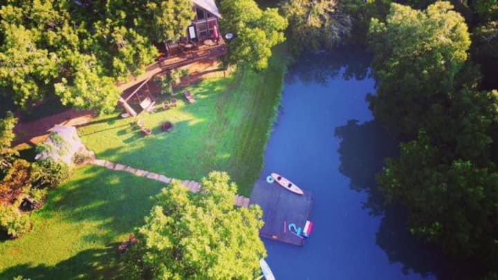 STUNNING Waterfront Cabin with Access to Kayaks, Paddle Board & Swimming!