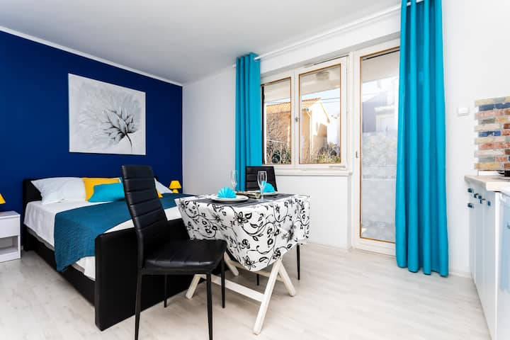 Studio Apartment Gilda 2 with Balcony and Parking