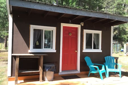 Double E Sportsman's Camp Camping Cabin #6