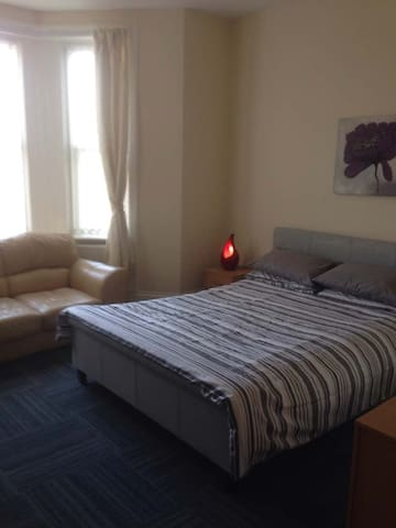 1 x En-suite Double Room 4 - Birkenhead - Casa