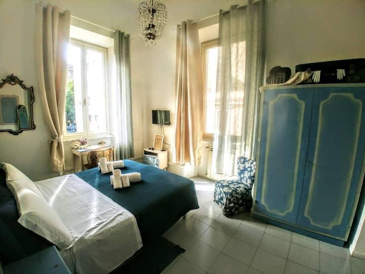 light blue room near to Colosseum