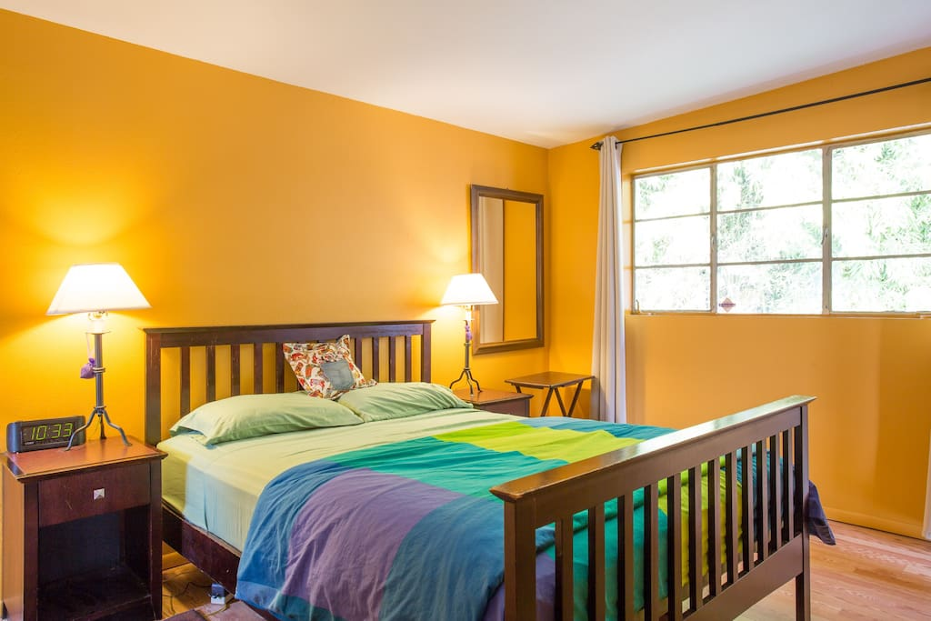 Queen Bed and comfy space to sleep
