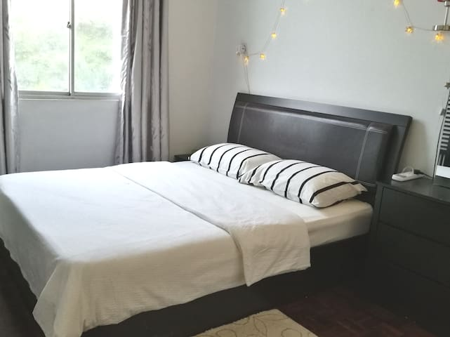 Cozy Studio (2pax)+FREE Wifi @Country Heights