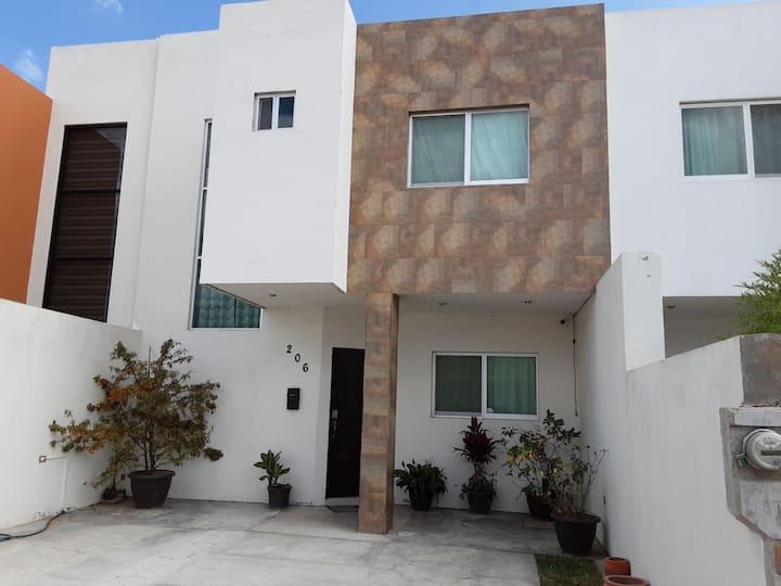 Casa en residencial privado con seguridad