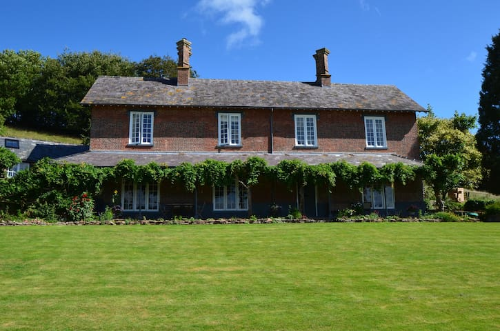 Elegant, welcoming rooms in a Devon Farmhouse - Chettiscombe - Bed & Breakfast