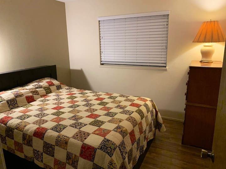 Private room in home in Henderson. Close to park
